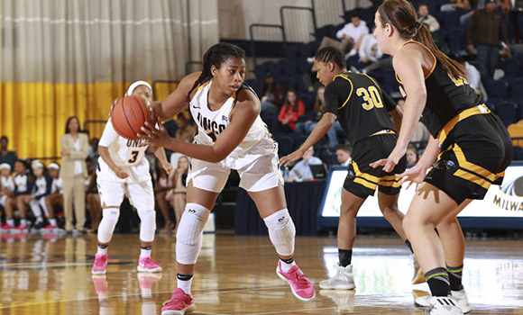 Te'Ja Twitty looks to drive to the hoop against against a Milwaukee defender